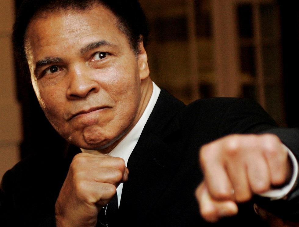 رسمة بسيطة بيد أسطورة الملاكمة محمد علي كلاي تباع بمبلغ غير متوقع (صورة)