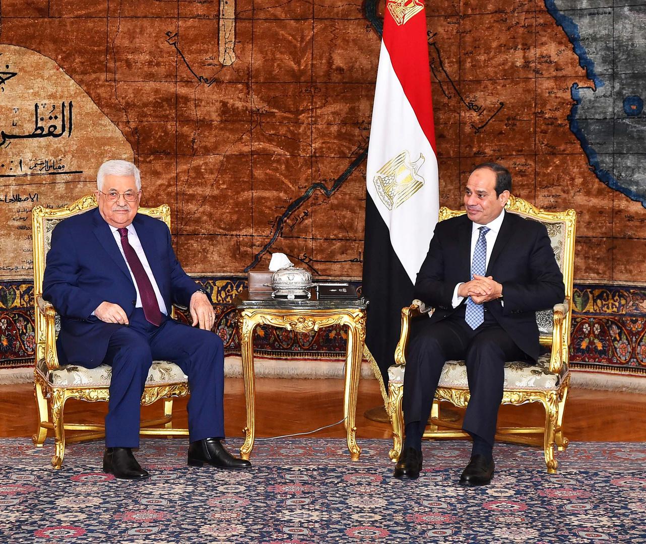 الرئيسان المصري عبد الفتاح السيسي والفلسطيني محمود عباس