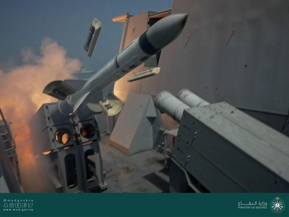 القوات البحرية الملكية السعودية تنفذ رماية بالصواريخ على الأهداف البحرية في منطقة عمليات تمرين مناورات نسيم البحر 13