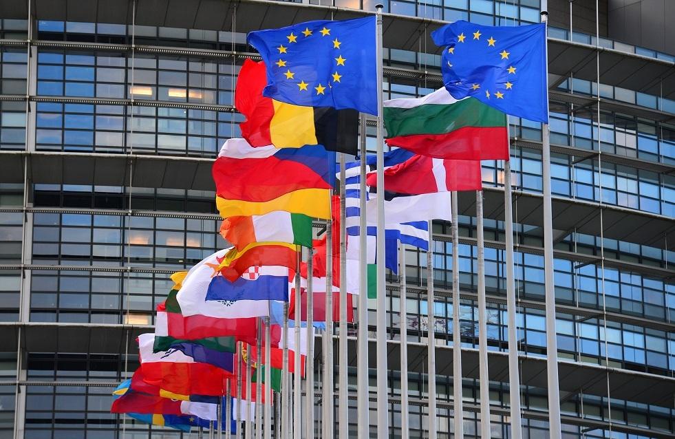 باريس تعتبر إعلان بولندا أولوية دستورها هجوما على الاتحاد الأوروبي