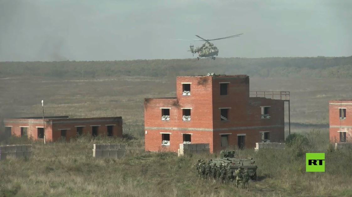 عسكريو روسيا وباكستان يستخدمون القوات الجوية لاقتحام موقع لمجموعة إرهابية مسلحة