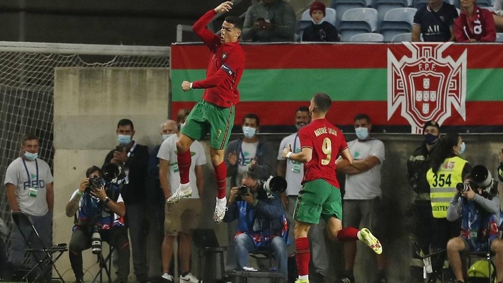 رونالدو يقود البرتغال للفوز على قطر بثلاثية ويحقق رقما تاريخيا (فيديو)