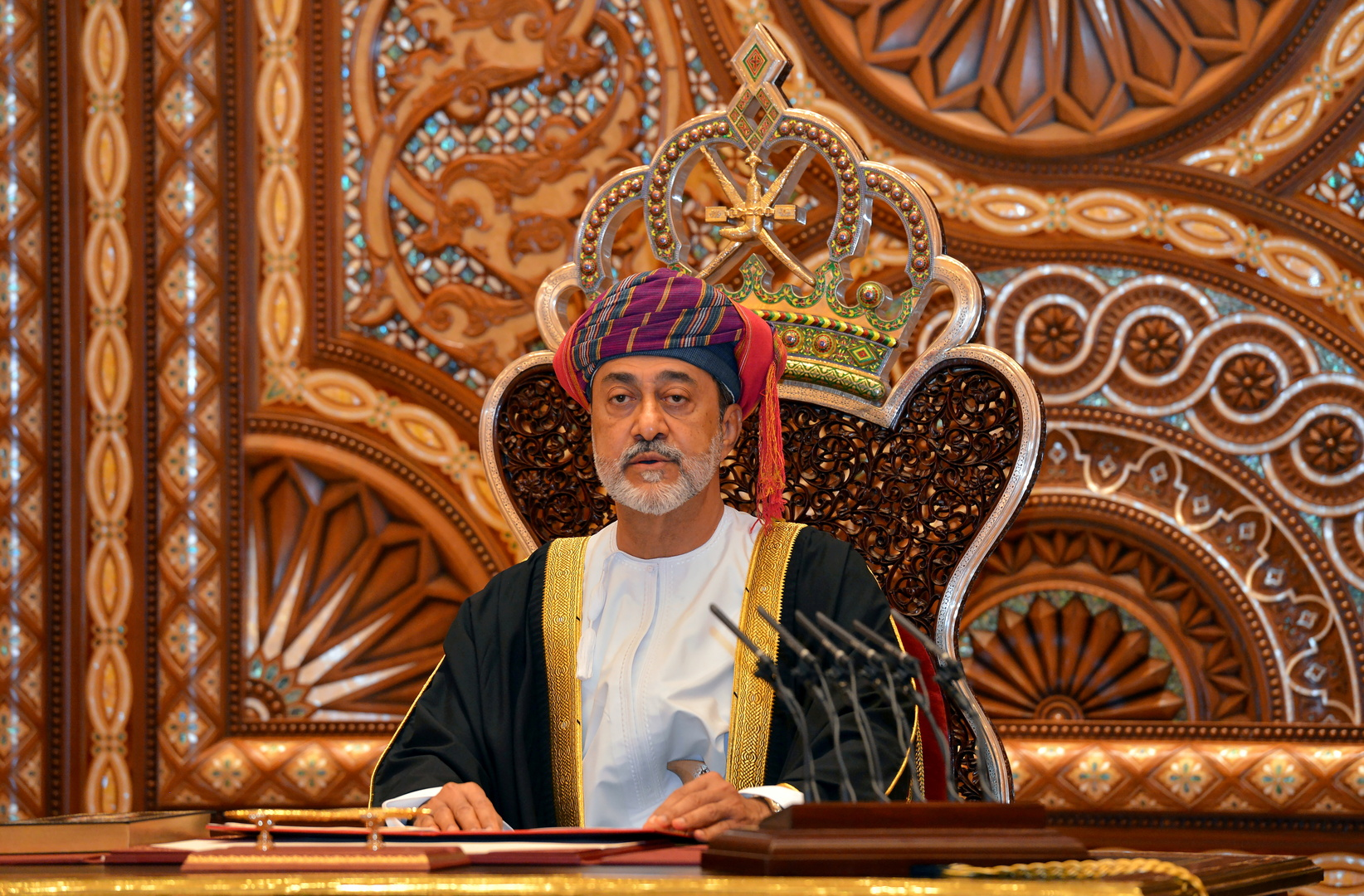 سلطان عمان هيثم بن طارق