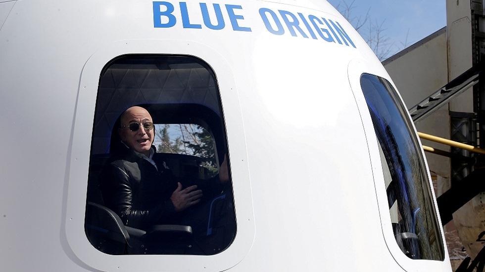 مركبة blue origin تعود إلى الأرض بعد رحلة استمرت دقائق في الفضاء (فيديو)