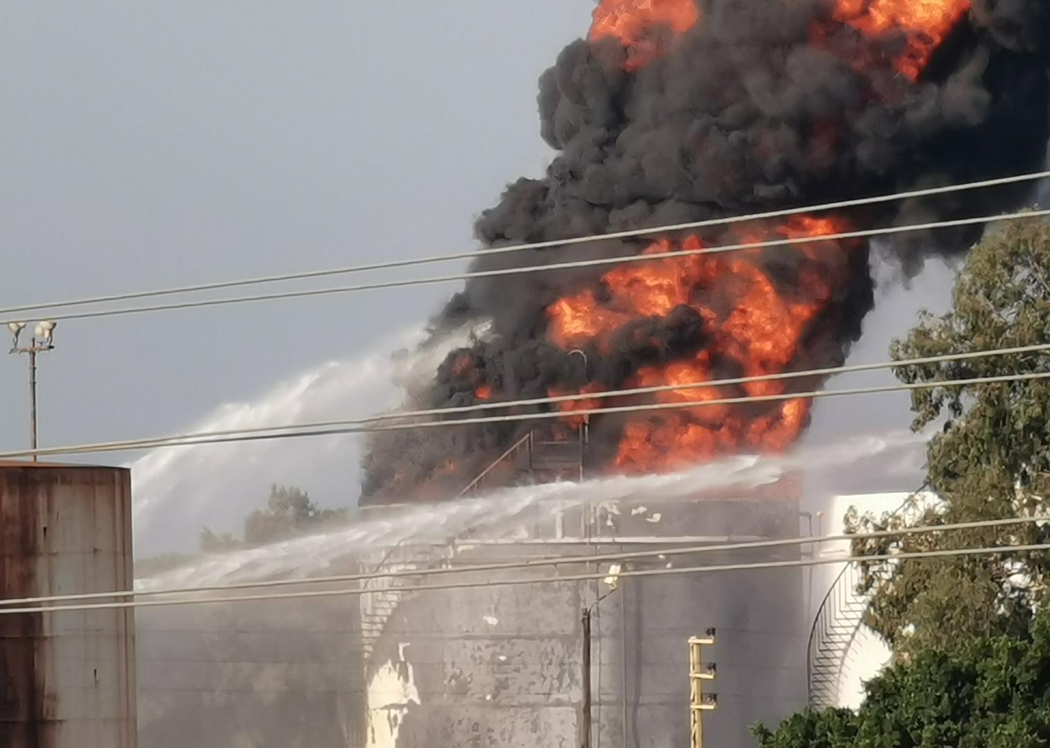 حريق داخل منشآت النفط في منطقة الزهراني بلبنان