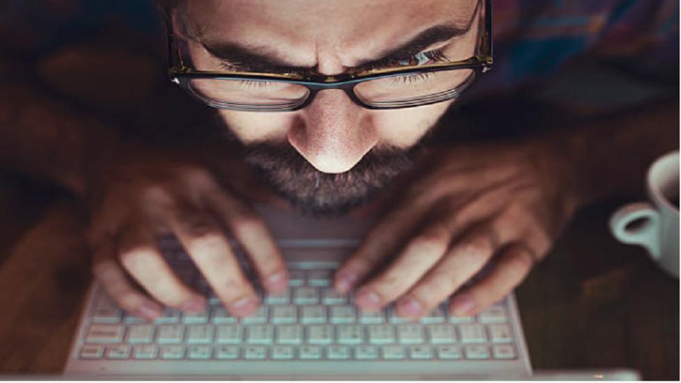 دراسة: خمس دقائق فقط على وسائل التواصل الاجتماعي كفيلة بجعلك تعيسا