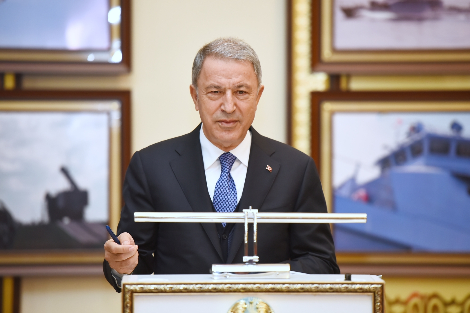 وزير الدفاع التركي: سنقوم باللازم لوقف الهجمات الإرهابية في شمال سوريا