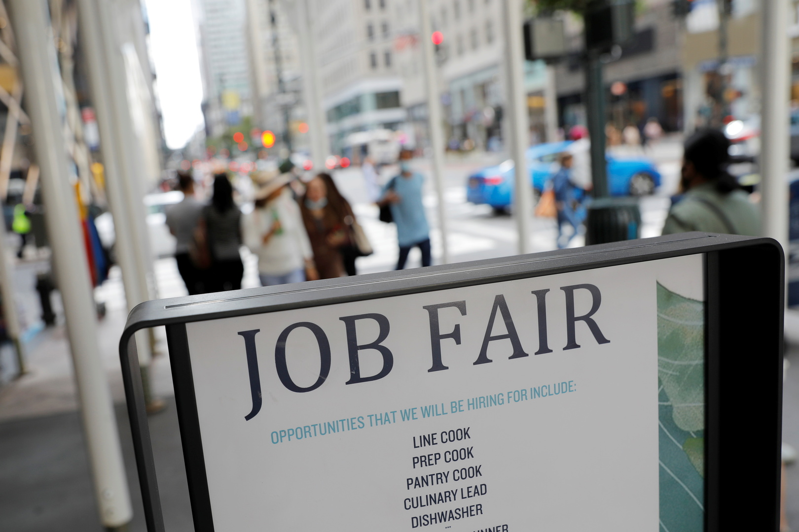تراجع حاد في طلبات إعانة البطالة الأسبوعية الأمريكية
