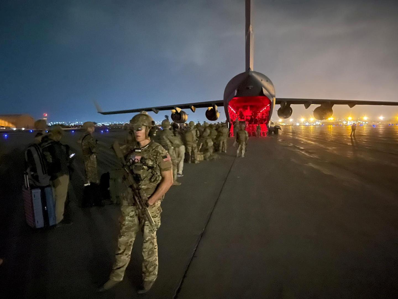 واشنطن: لن نستخدم الطائرات العسكرية لإجلاء المواطنين من أفغانستان