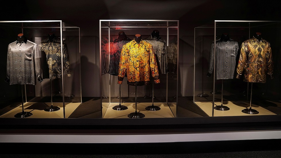 قمصان مانديلا الشهيرة للبيع في مزاد