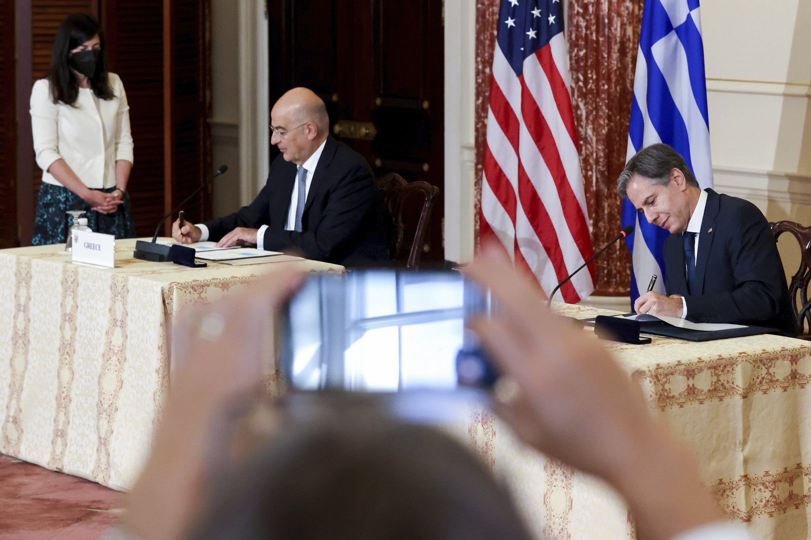 الولايات المتحدة واليونان توسعان التعاون الدفاعي وسط التوترات مع تركيا