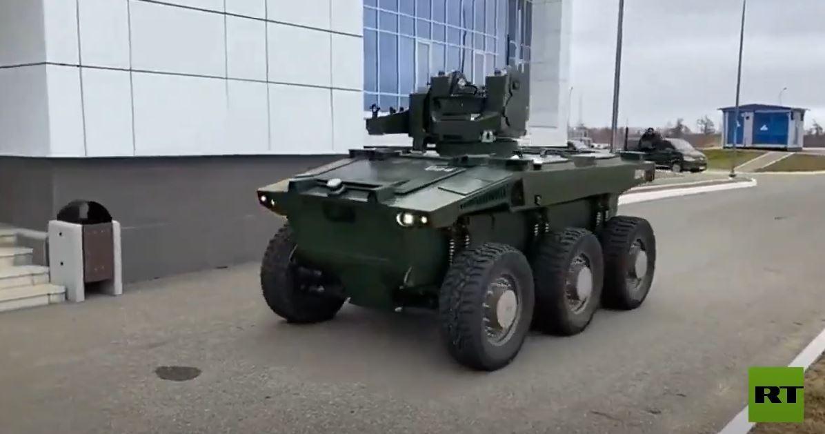 لأول مرة.. روبوت يحرس قاعدة فضائية في روسيا