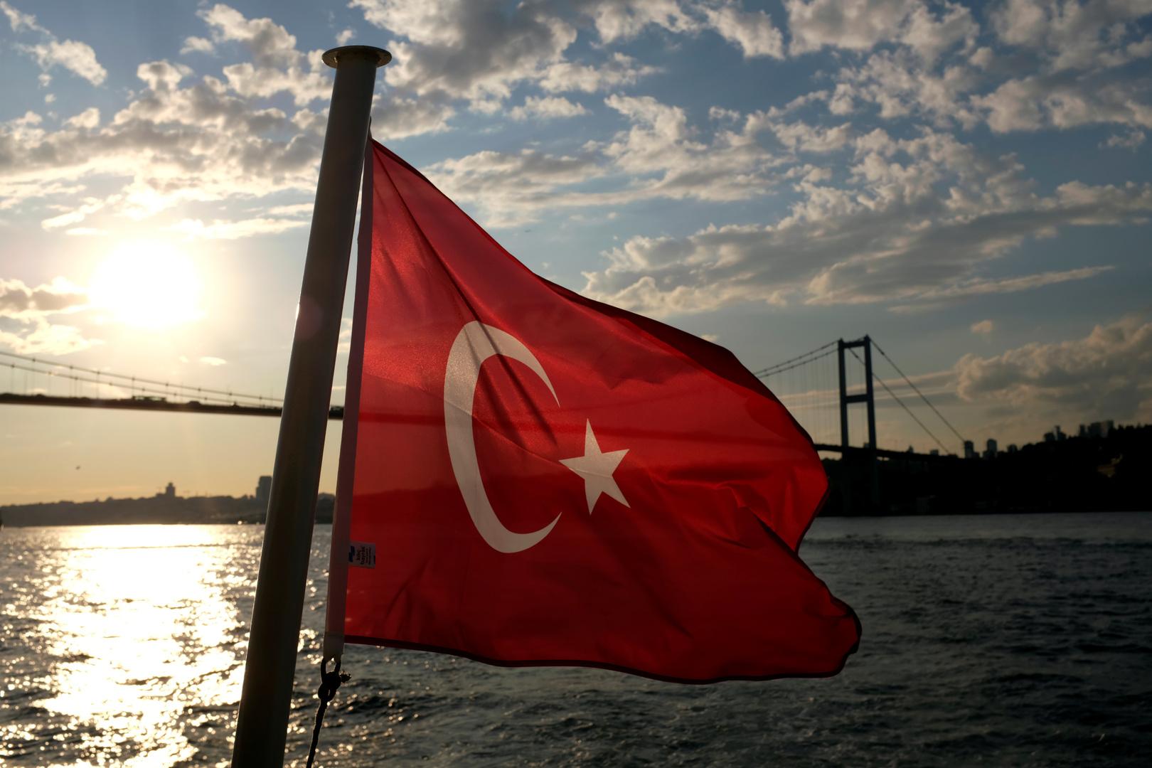 السلطات التركية توقف 5 أشخاص مشتبه بانتمائهم لـ