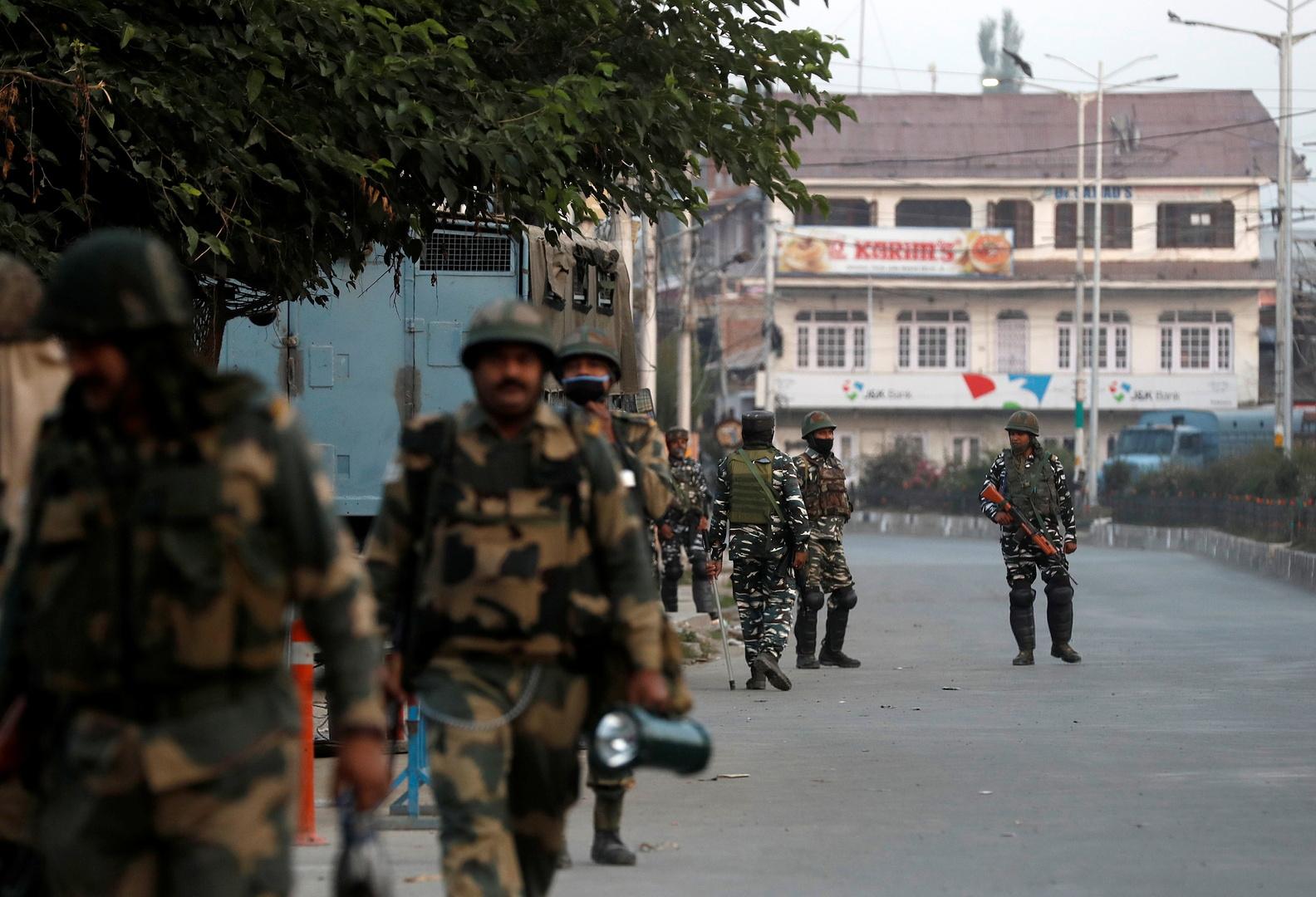 عدد من عناصر قوات الأمن في كشمير الهندية