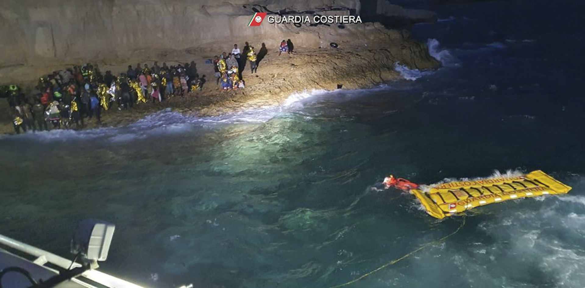 العثور على جثة رجل على مركب يقل مهاجرين قبالة جزر الكناري