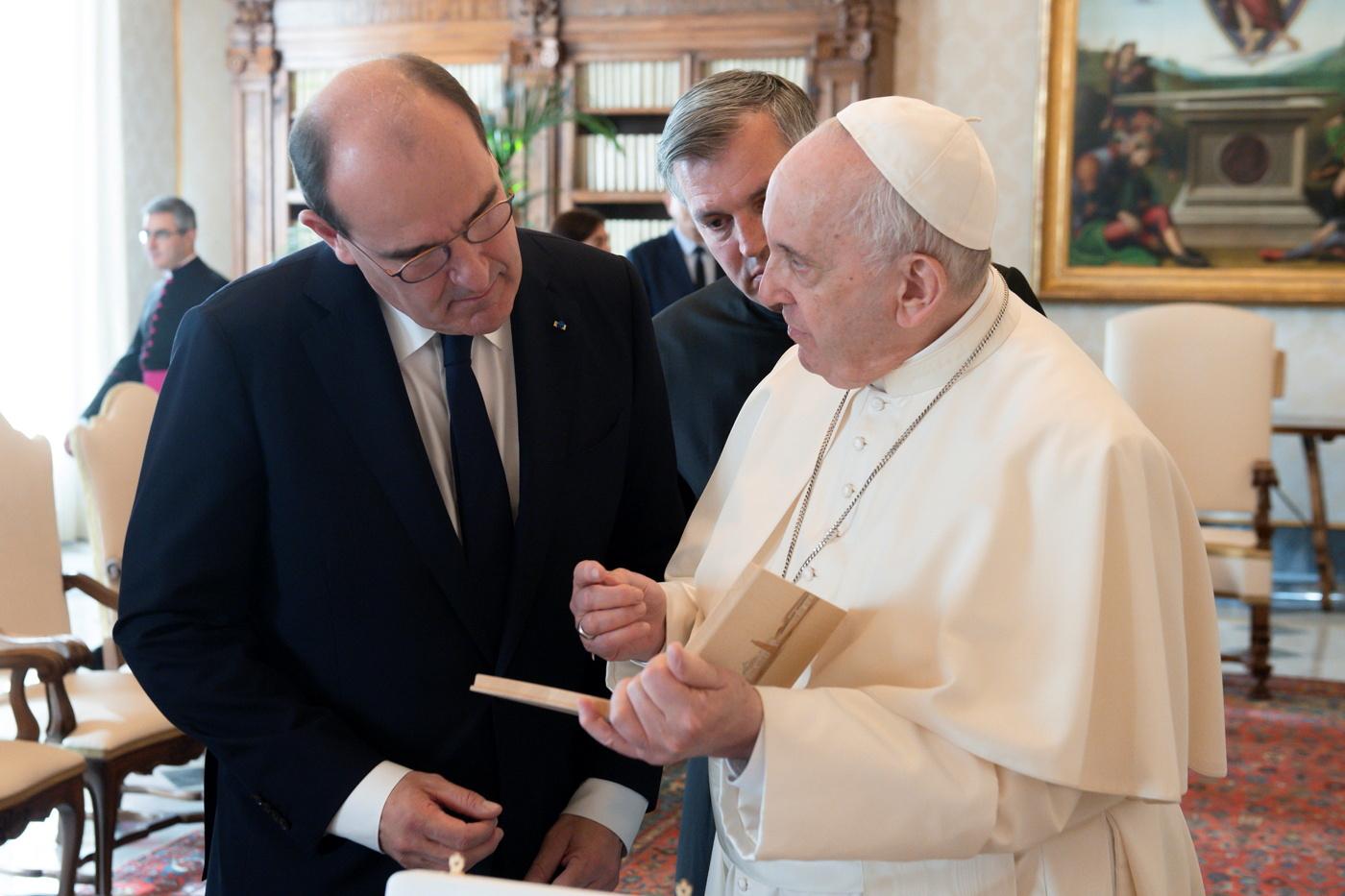 البابا فرنسيس يلتقي رئيس الوزراء الفرنسي بعد تقرير عن اعتداءات جنسية في الكنيسة الكاثوليكية الفرنسية