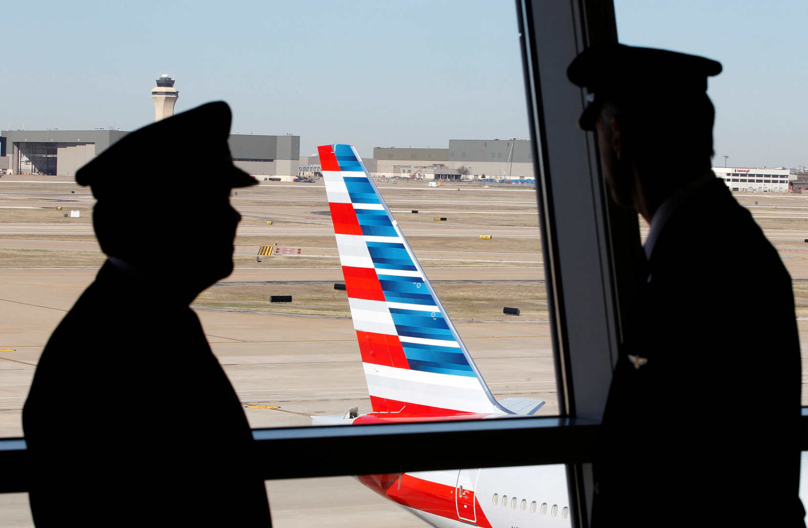 طياران أمريكيان