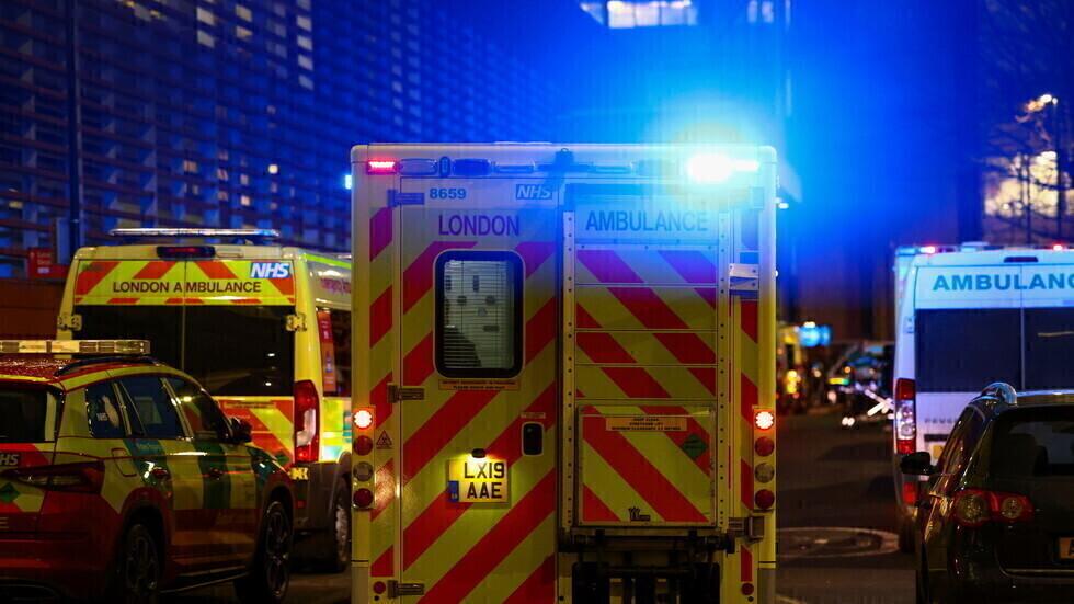 سيارات إسعاف أمام المستشفى الملكي في لندن.