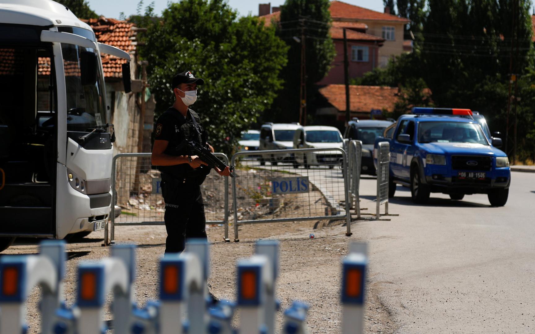 شرطي تركي