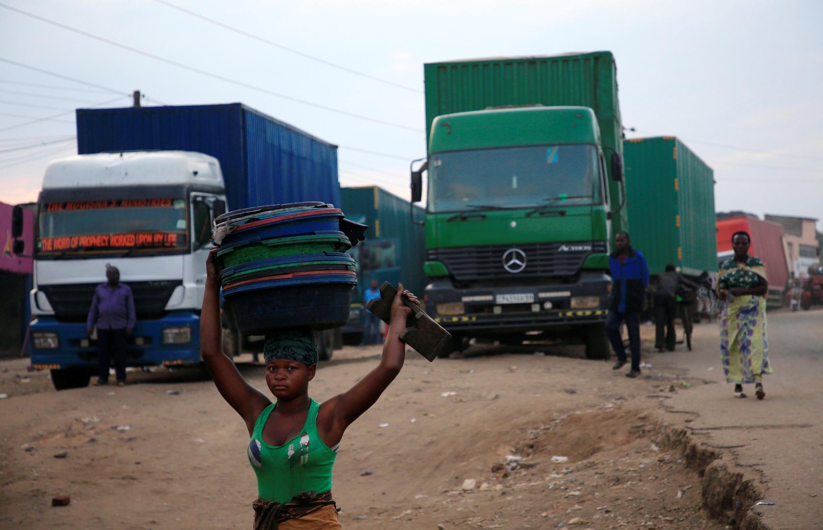 شاحنان في جمهورية الكونغو الديمقراطية.