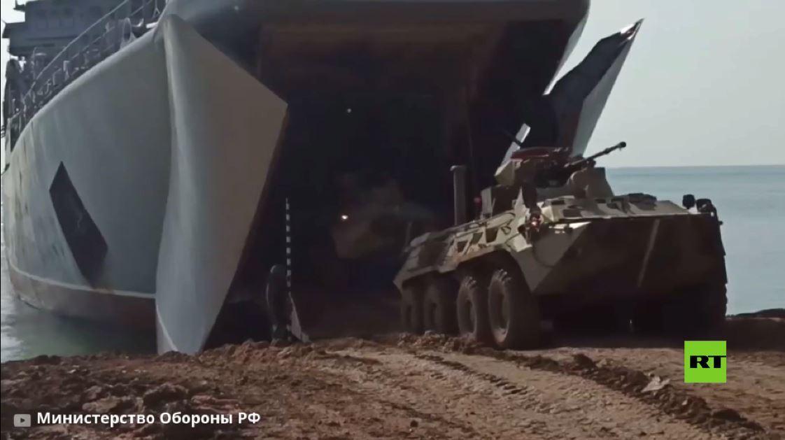 بالفيديو.. عملية إنزال بحري للجيش الروسي شرق القرم