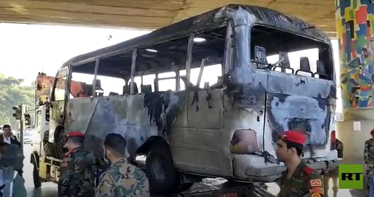 مشاهد جديدة من موقع انفجار حافلة عسكرية وسط العاصمة دمشق