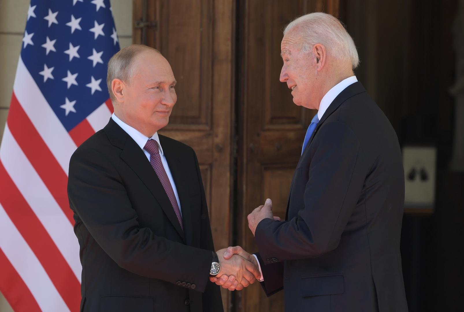 الكرملين يرجح إمكانية عقد لقاء جديد بين بوتين وبايدن قبل نهاية العام