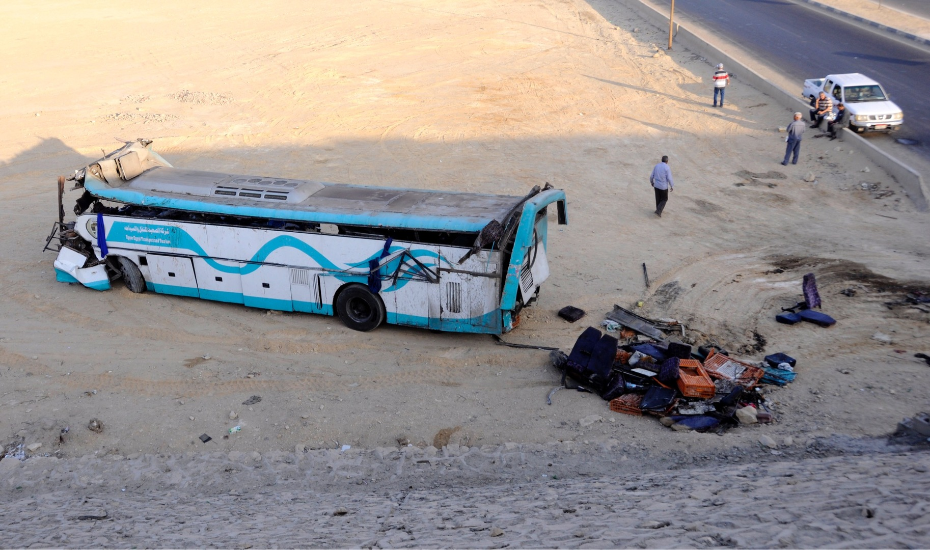 وسائل إعلام مصرية : مصرع 19 شخصا في تصادم سيارة نقل بحافلة على الطريق الأوسطي