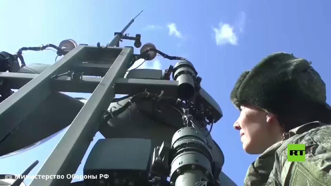 الدفاع الروسية تظهر أداء النساء الروسيات في صفوف قوات الإشارة