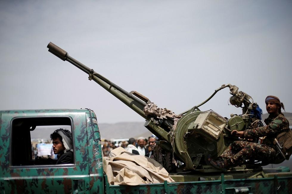 الحوثيون يعلنون استهداف معسكرا بجيزان بخمسة صواريخ باليستية