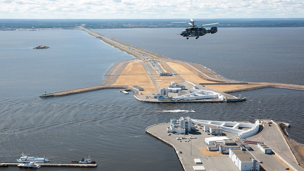 تحسبا للفيضان.. إغلاق بوابة بطرسبورغ على الخليج الفنلندي