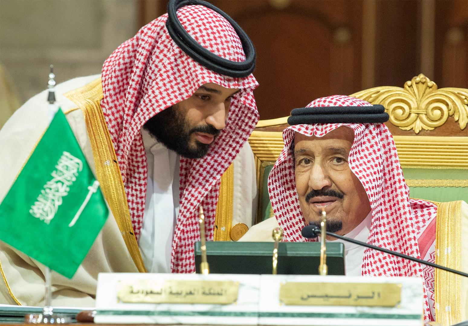 العاهل السعودي وولي عهده يعزيان بايدن
