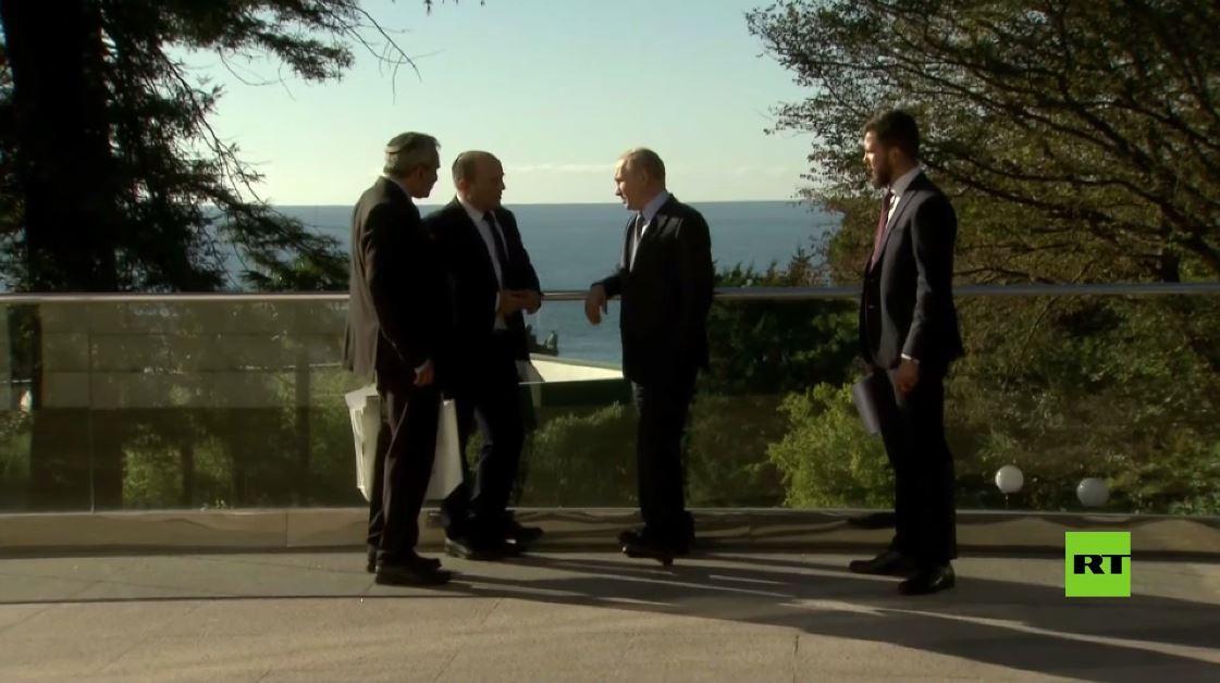 بوتين يرافق بينيت في جولة عبر مقره في سوتشي