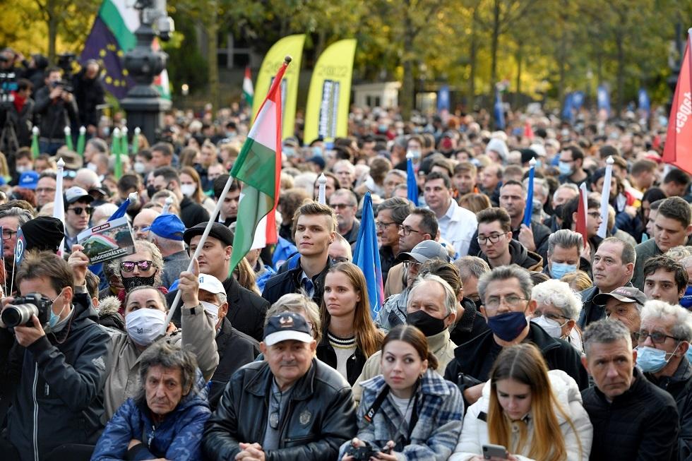 هنغاريا.. مظاهرات مؤيدة وأخرى معارضة لرئيس الوزراء في بودابست
