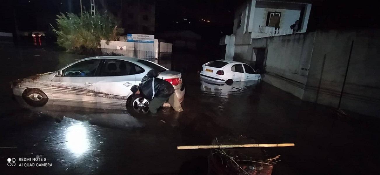 فيضانات تجتاح الجزائر والحماية المدنية تواصل البحث عن شخص مفقود