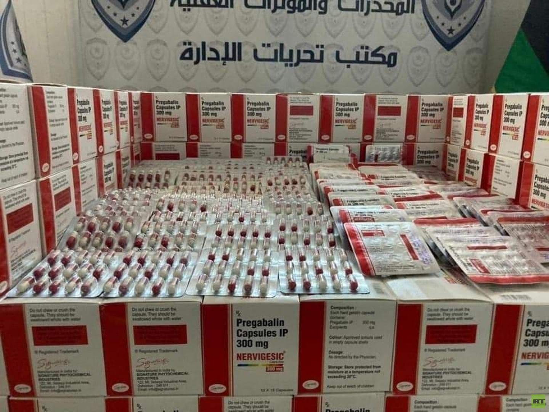 ليبيا.. ضبط مروجين للمخدرات بحوزتهما 69 ألف قرص من حبوب الهلوسة
