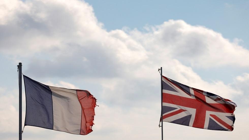 علما فرنسا وبريطانيا.