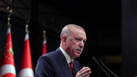 كاتب تركي يؤسس دار نشر في ألمانيا لطباعة الكتب التي حظرها أردوغان في تركيا