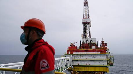 اسعار النفط ترتفع ومزيج برنت يبلغ 83.46 دولار للبرميل