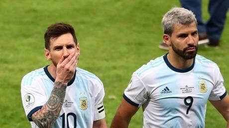 """ميسي يكشف لصديقه أغويرو """"سر"""" وطريقة الفوز بالكرة الذهبية"""