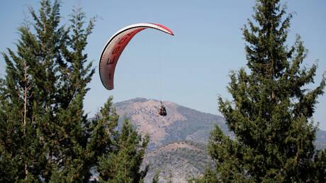 تركيا.. لحظة سقوط اثنين من رياضيي القفز بالمظلات في البحر بعد اصطدامهما في الجو