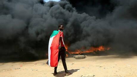 خروج السودانيين إلى شوارع الخرطوم رفضا لاستيلاء الجيش على السلطة