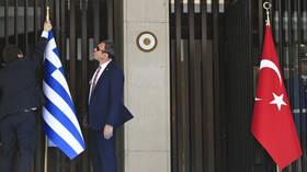 تركيا واليونان تجريان جولة جديدة من المحادثات لتسوية خلافاتهما