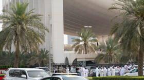 الكويت.. اعتصام عشرات من موظفي وزارة الكهرباء والماء في مقر ديوان الوزارة