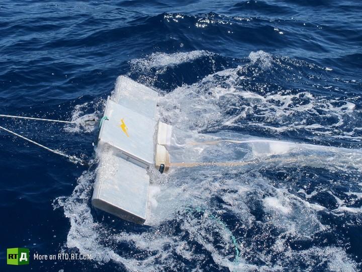 female crew research microbead pollution in sea
