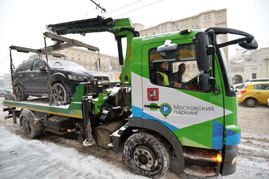 Депутаты Госдумы предложили не эвакуировать не препятствующие движению автомобили