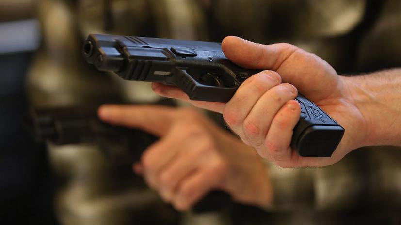 Американка отправила ребенка в школу с пистолетом в рюкзаке