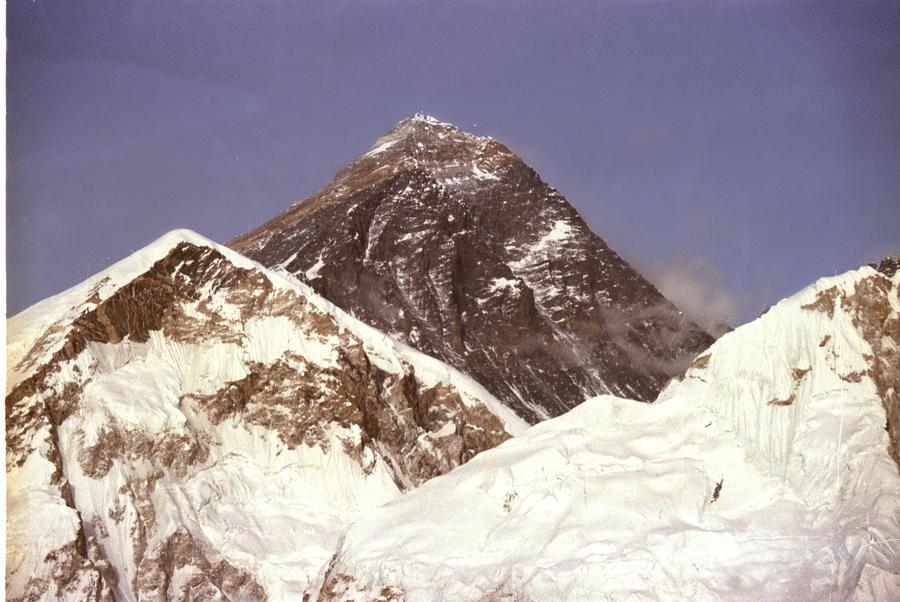 Поход на Эверест подешевел в два раза