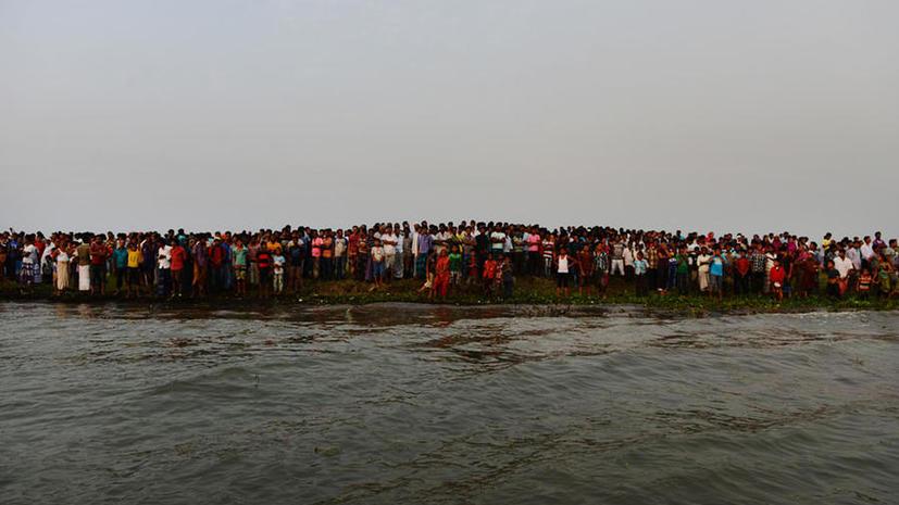 Полиция Бангладеш: Из пропавших без вести пассажиров затонувшего парома никто не выжил