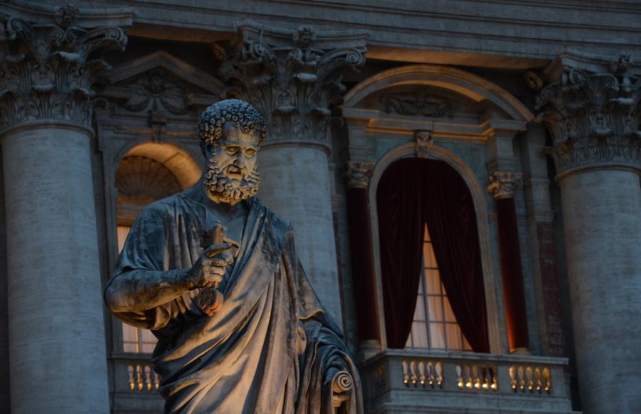 Кардиналам из Ватикана удобнее жить рядом с гей-сауной